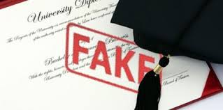 Queries over fake degrees in Dewan